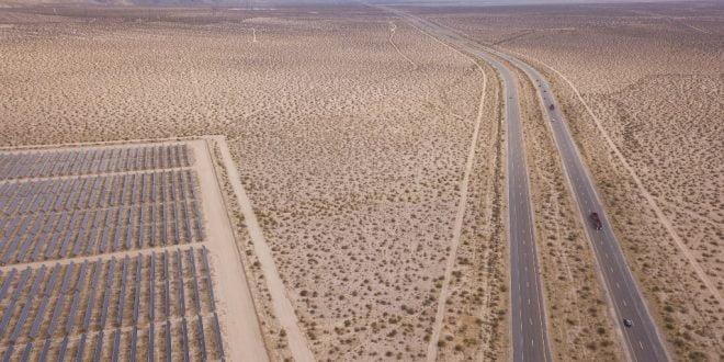Imagem área na rodovia Califórnia/ Foto: Patrick T. Fallon/AFP